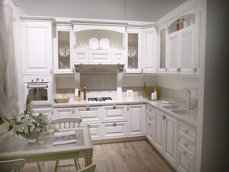 Белая кухня классик угловая фото
