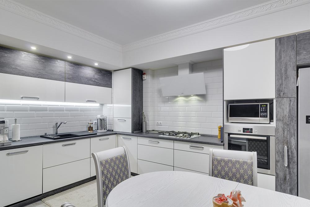 каталог белых кухонь