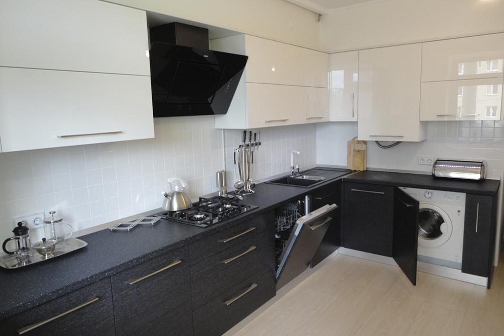 черно-белая глянцевая кухня фото
