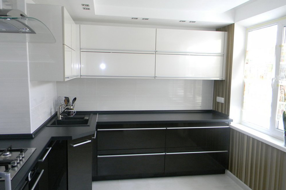 черно белая кухня без ручек