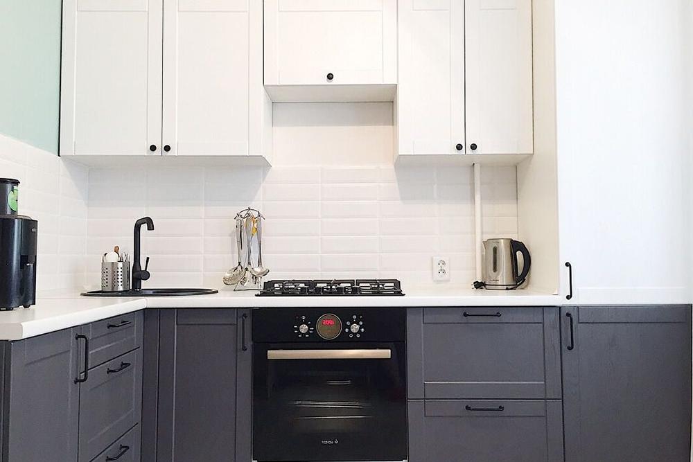 черно-белая кухня дизайн-2021-2022