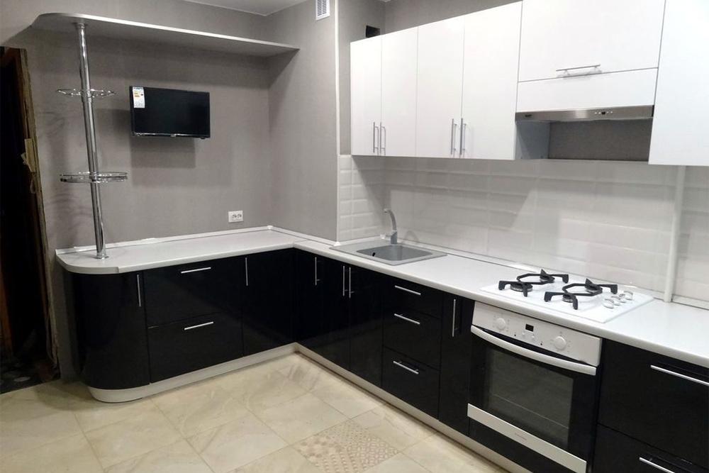 черно белая кухня - дизайн фото