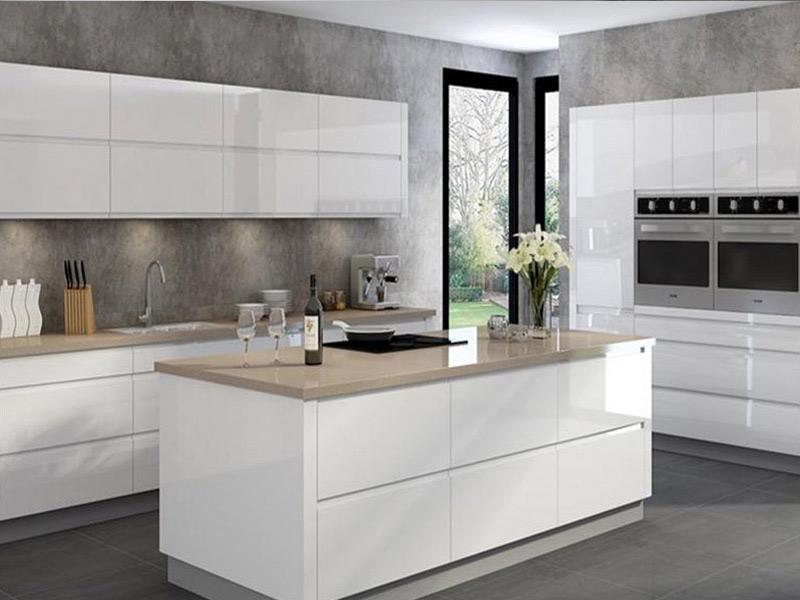 белая кухня без ручек изготовление