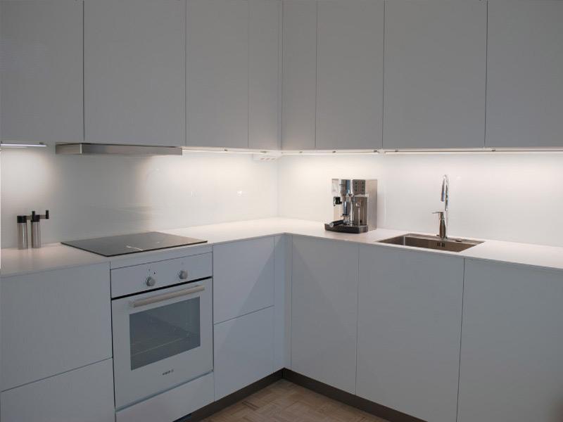 белая кухня без ручек Киев
