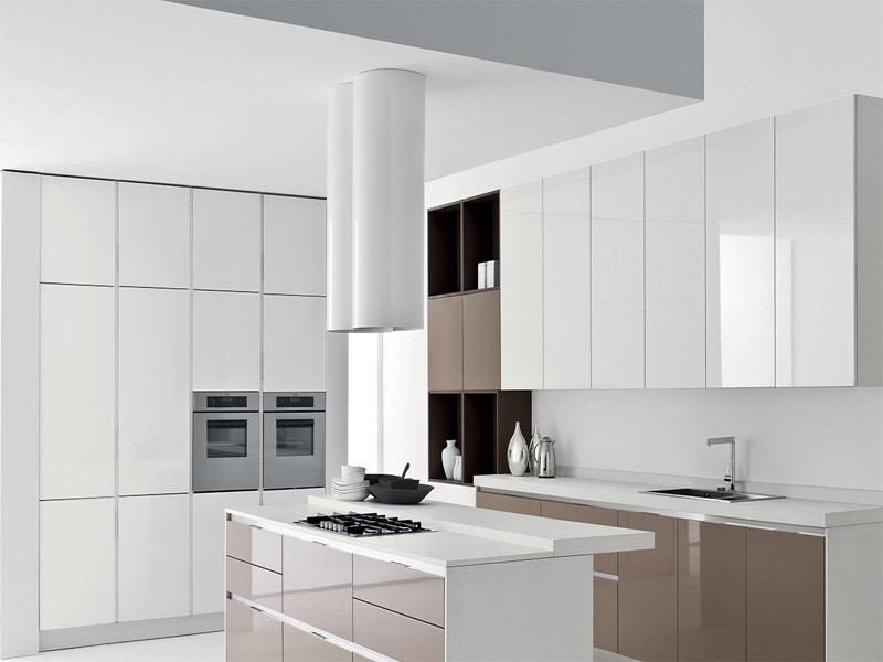 белая кухня без ручек угловая