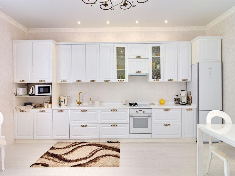 Белая кухня неоклассика прямая