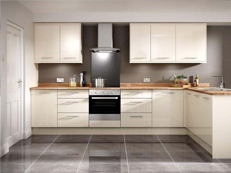 белая кухня с коричневой столешницей купить