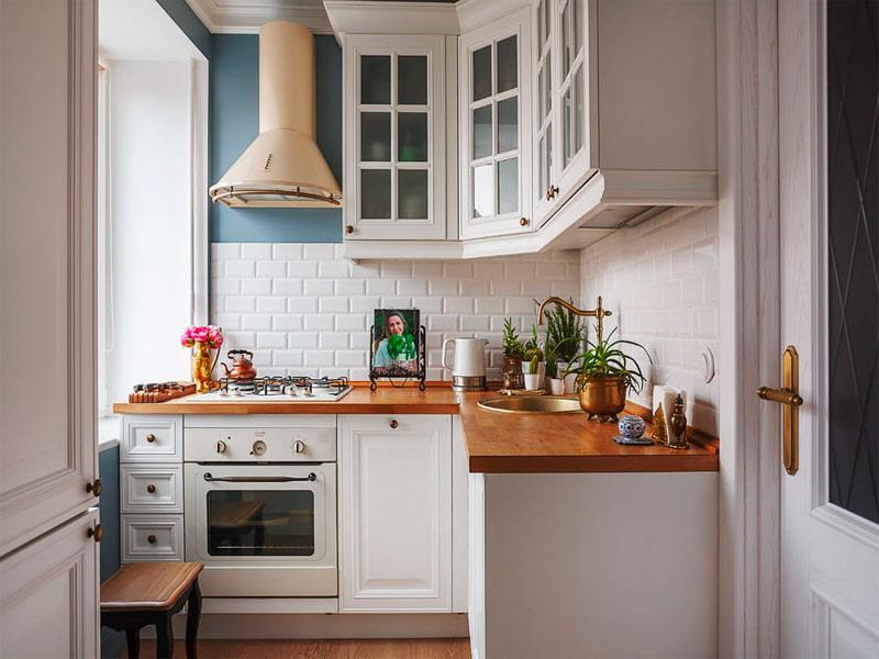белая кухня столешница под дерево