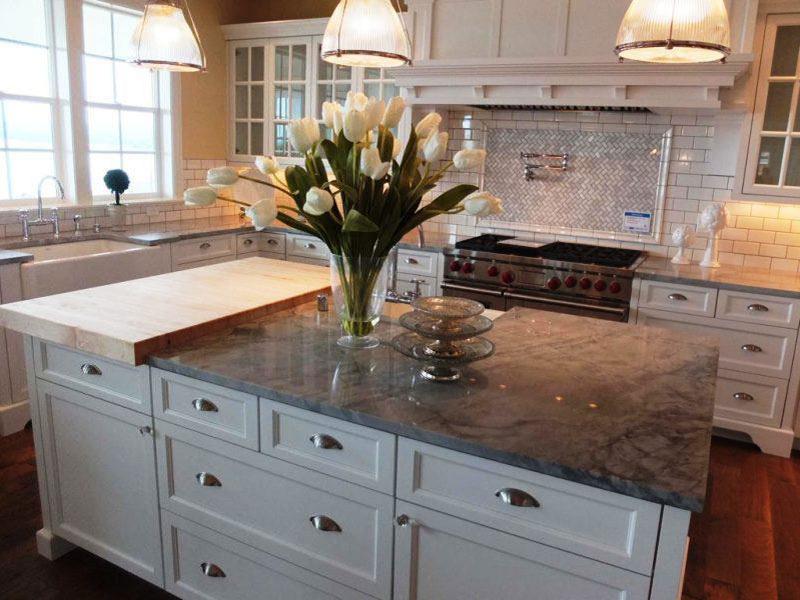 белая кухня столешница под мрамор купить