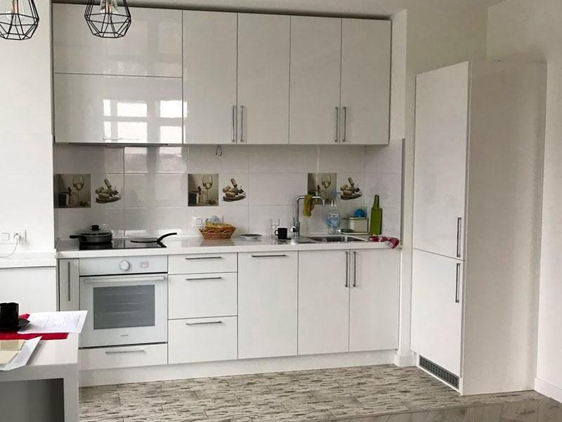 Белый глянец кухня