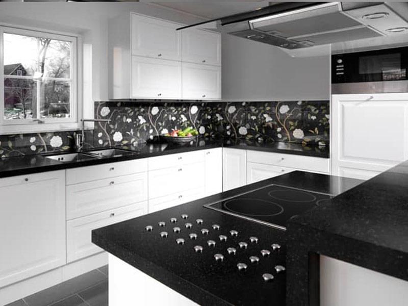 черный фартук к белой кухне
