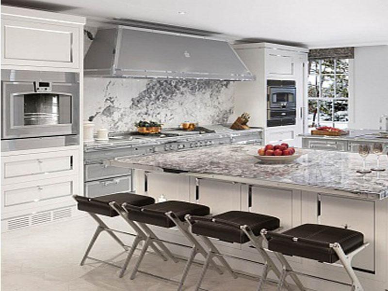Дизайн белой кухни лофт