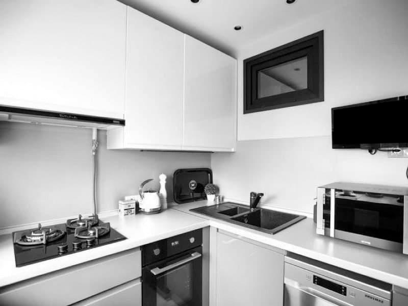 фото белой кухни без ручек