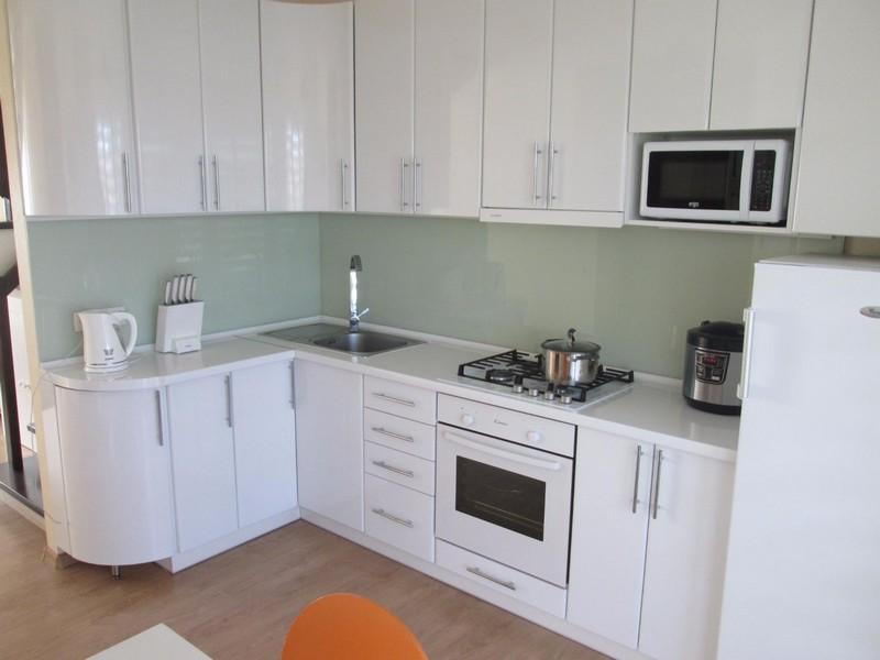 kuhnya belyy glyanec foto, 12, Белая глянцевая кухня белая глянцевая кухня