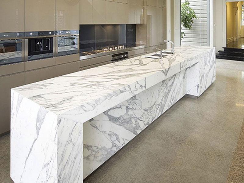 кухня с столешницей белый мрамор фото