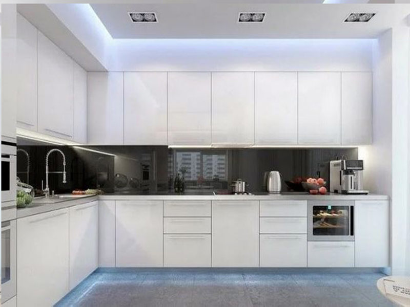 кухня в белых тонах минимализм