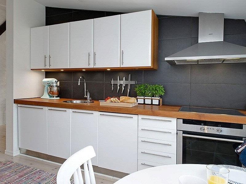 купить белую кухню с деревянной столешницей