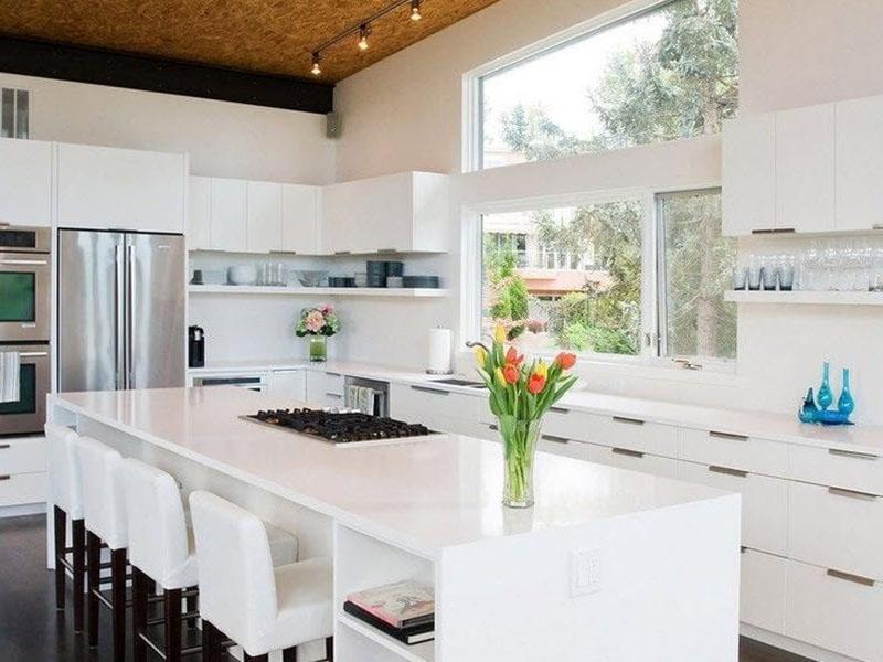 кухня с островом акриловая